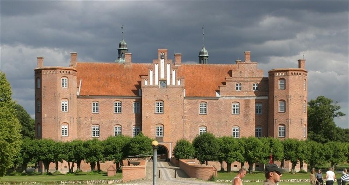 gl Estrup Slot ønsker kvinder